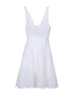 Короткое платье TEMPTATION. Цвет: белый
