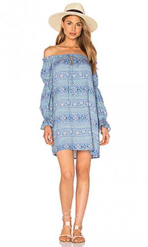 Платье с открытыми плечами perched bird WAYF. Цвет: синий