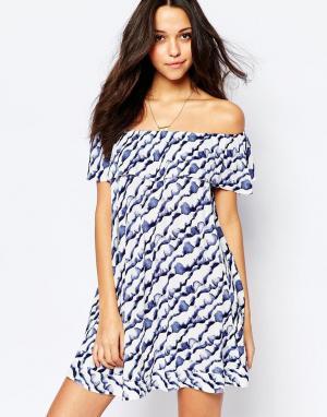 BA&SH Платье с оборками и открытыми плечами Firma. Цвет: синий