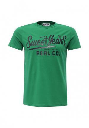 Футболка Sweet Years. Цвет: зеленый