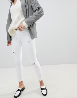 River Island Белые джинсы скинни с рваной отделкой Molly. Цвет: белый