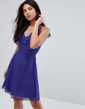 Zibi London Приталенное платье с оборкой и поясом. Цвет: синий