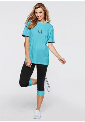 Удлиненная футболка. Цвет: аква/черный, сиреневый/черный, темно-синий/светло-лиловый