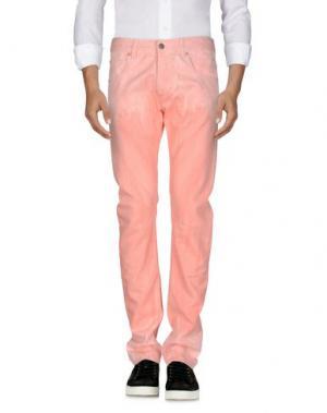 Джинсовые брюки PIERRE BALMAIN. Цвет: лососево-розовый