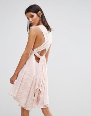 Finders Keepers Платье с поясом сзади I Spy. Цвет: мульти