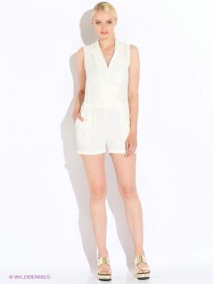 Комбинезон Vero moda. Цвет: белый