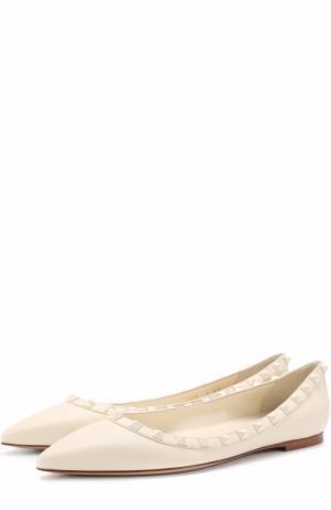 Кожаные балетки Rockstud с зауженным мысом Valentino. Цвет: белый