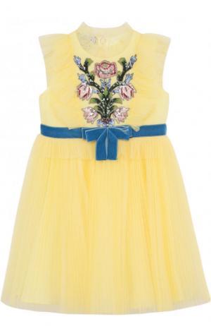 Многослойной платье с плиссированной юбкой и вышивкой пайетками Gucci. Цвет: желтый
