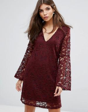 AX Paris Кружевное платье с расклешенными рукавами. Цвет: красный