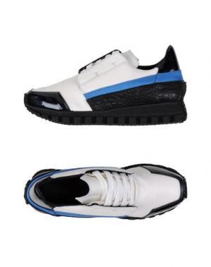 Низкие кеды и кроссовки ROMBAUT. Цвет: белый