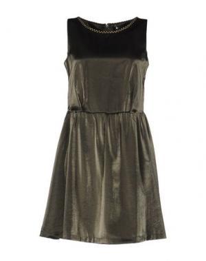 Короткое платье CUTIE. Цвет: темно-зеленый
