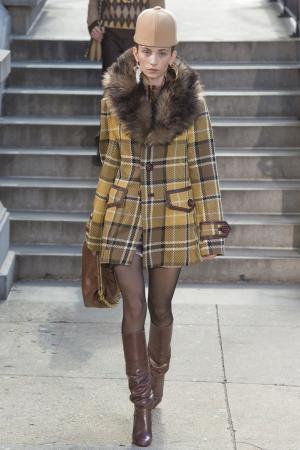 Пальто из шерсти с меховым воротником Marc Jacobs. Цвет: коричневый