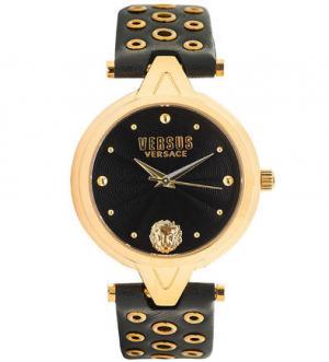 Часы с кожаным ремешком металлическим декором VERSUS