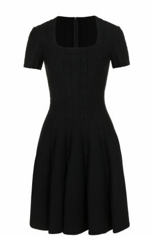 Приталенное мини-платье с коротким рукавом Alaia. Цвет: черный