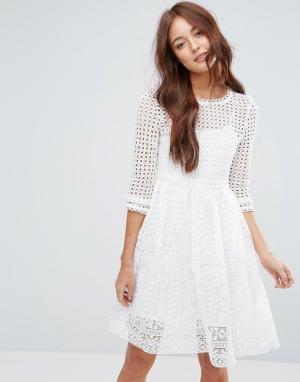 Zibi London Кружевное платье с узором. Цвет: белый