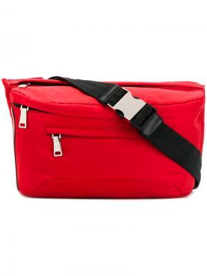 Поясная сумка с нашивкой логотипа Prada. Цвет: красный