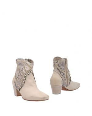 Полусапоги и высокие ботинки STRATEGIA. Цвет: бежевый