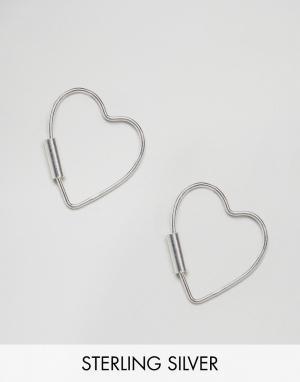 Kingsley Ryan Серебряные серьги в форме сердечек. Цвет: серебряный