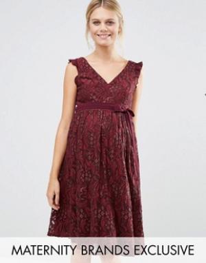 Little Mistress Maternity Кружевное приталенное платье для беременных. Цвет: красный
