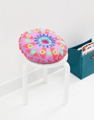 Bombay Duck Круглая подушка с вышивкой и помпонами. Цвет: мульти