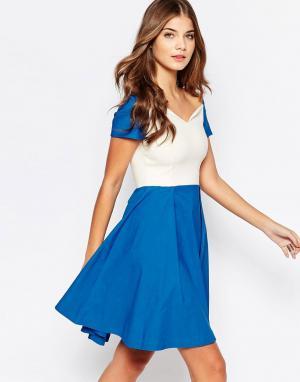Vesper Приталенное платье миди со свободной юбкой Sherry. Цвет: синий