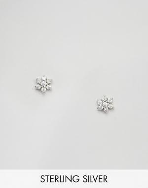 Fashionology Серебряные серьги-гвоздики с отделкой в виде цветка. Цвет: серебряный