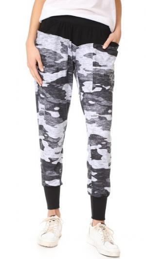 Спортивные брюки с цветными блоками Terez. Цвет: серый камуфляжный меланж