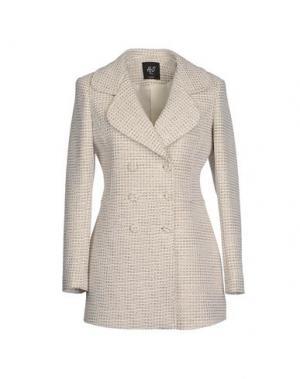 Пальто H²O LUXURY. Цвет: белый