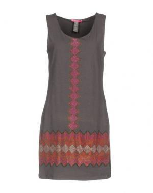 Короткое платье CUSTOLINE. Цвет: серый
