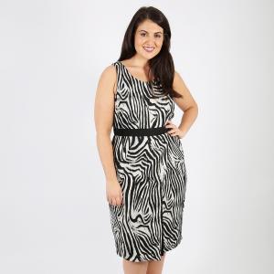 Платье прямое средней длины с рисунком и без рукавов KOKO BY. Цвет: набивной рисунок