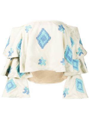 Топ с открытыми плечами вышивкой All Things Mochi. Цвет: телесный