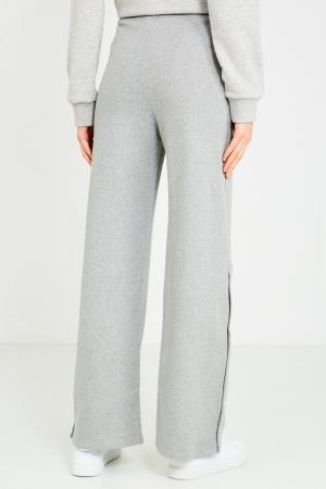 Серые меланжевые брюки с логотипом Courreges. Цвет: серый