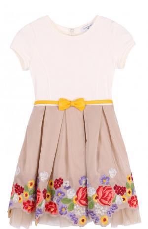 Комбинированное платье с вышивкой и ассиметричным подолом Monnalisa. Цвет: бежевый