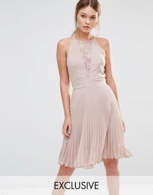 Elise Ryan Плиссированное платье мини с кружевной вставкой. Цвет: коричневый