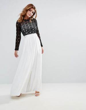 Club L Платье макси с высоким воротником и контрастным кружевом. Цвет: белый
