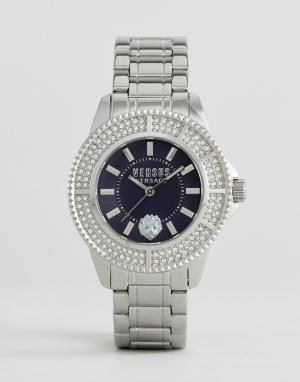 Versus Versace Серебристые часы с браслетом кристаллами SH722. Цвет: серебряный