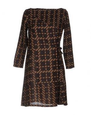 Короткое платье BINI Como. Цвет: темно-коричневый