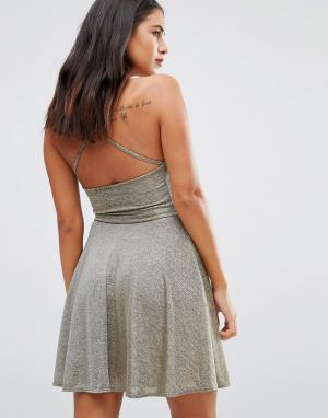 Wal G Короткое приталенное платье с халтером. Цвет: золотой