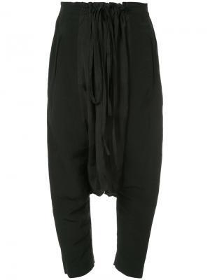Укороченные брюки с заниженным шаговым швом Uma Wang. Цвет: чёрный