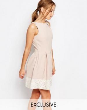 Closet London Короткое приталенное платье с кружевом. Цвет: розовый