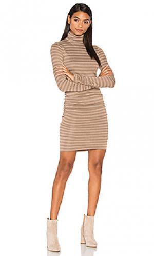 Платье с воротником-водолазка luxe twenty. Цвет: серо-коричневый