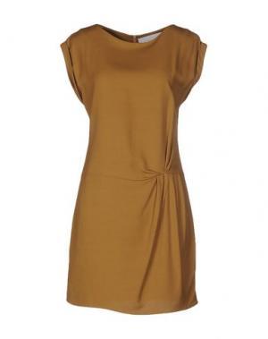 Короткое платье GOLD CASE. Цвет: верблюжий