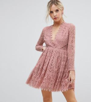 ASOS Petite Кружевное платье мини для выпускного с длинными рукавами. Цвет: розовый