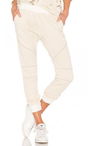 Рваные спортивные брюки minogue Generation Love. Цвет: белый