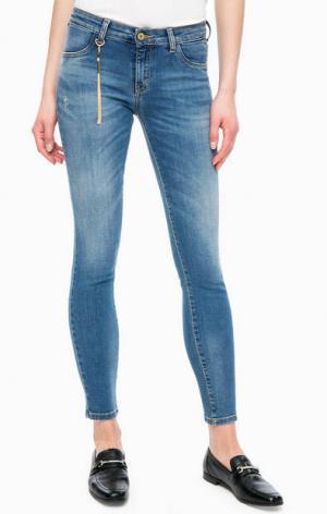 Укороченные синие джинсы с потертостями Kocca. Цвет: синий