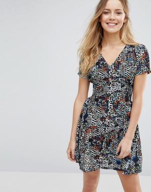Jasmine Короткое приталенное платье с принтом. Цвет: темно-синий