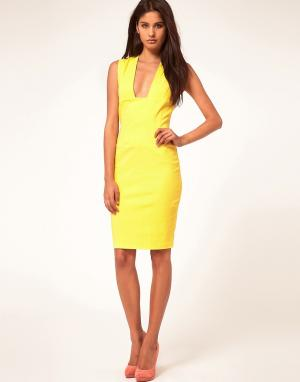 Hybrid Платье-футляр с глубоким вырезом. Цвет: черный