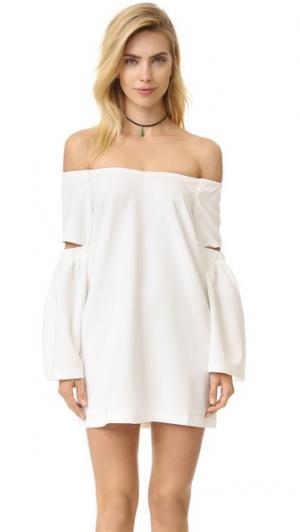Платье с открытыми плечами re:named. Цвет: оттенок белого