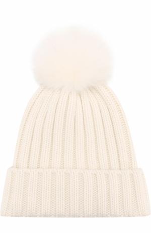 Вязаная шапка с помпоном из меха Nima. Цвет: белый