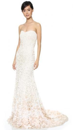 Вечернее платье Courtney без бретелек с отделкой в виде лепестков Theia. Цвет: золотой